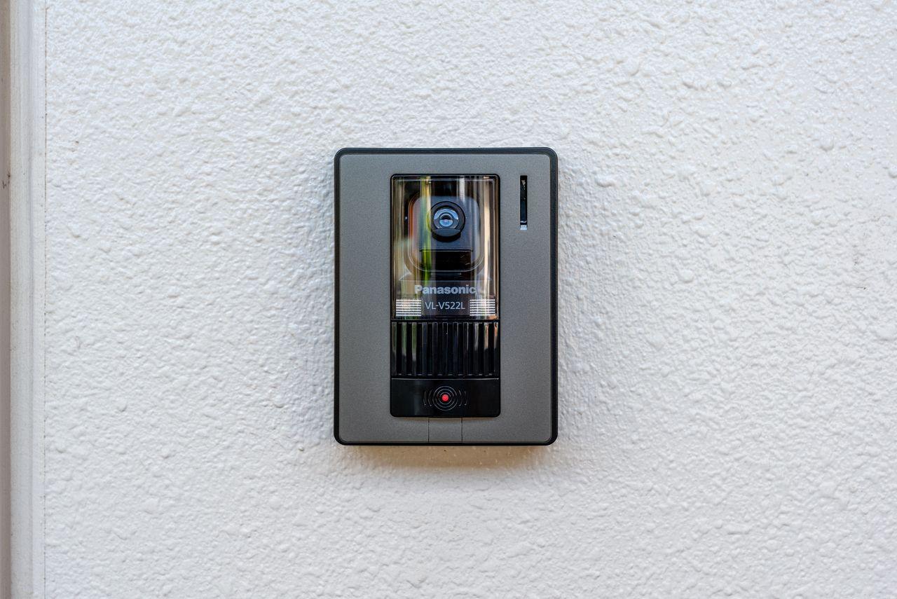 来訪者が確認できるカメラ付き