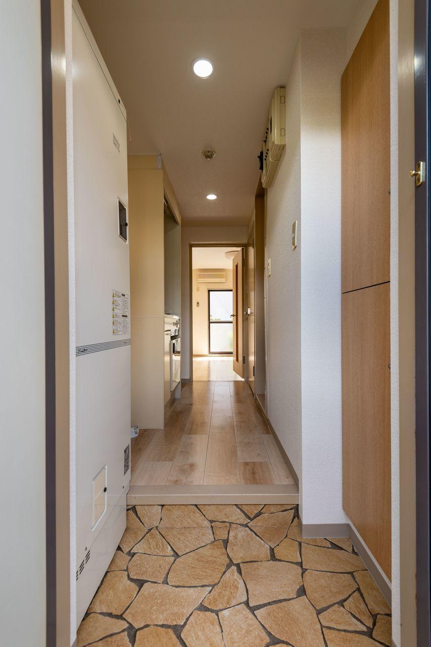 乱形タイル模様でおしゃれな玄関