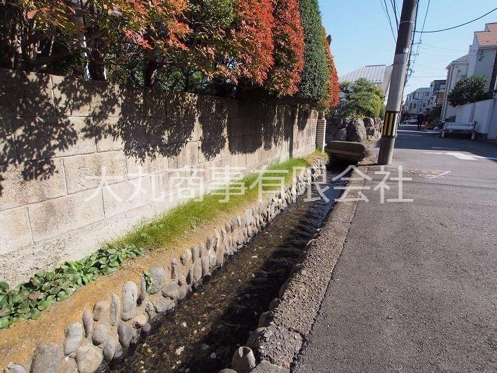 立川市の文化財にも指定されている柴崎分水