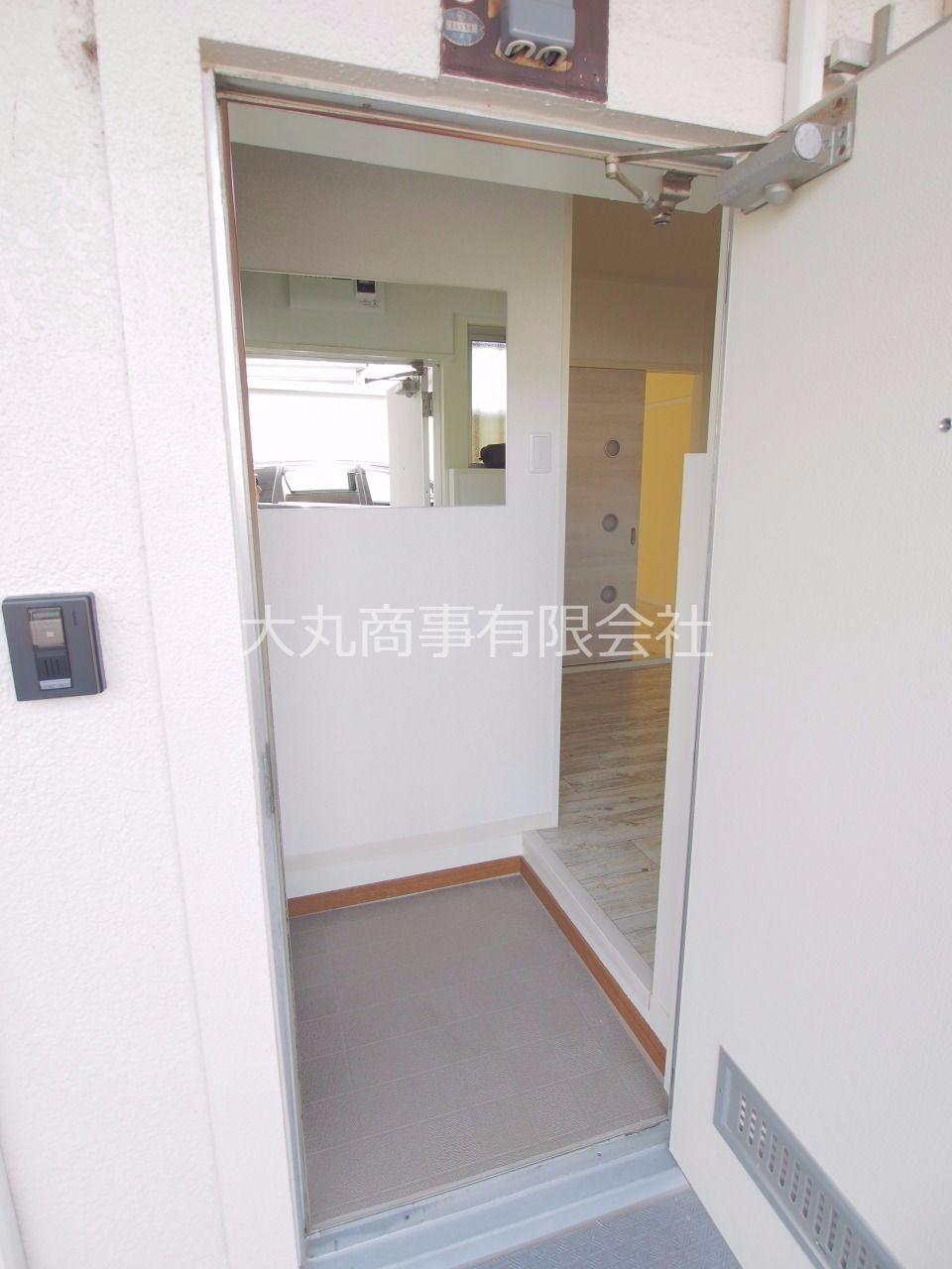 玄関から居室まではL字型になっていて、プライバシーが守れます