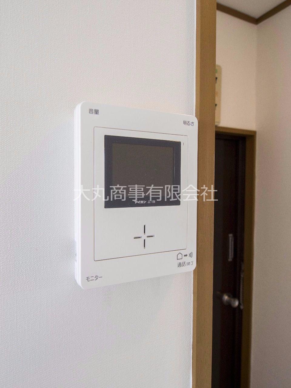 モニター付インターホンで来訪者の確認ができます