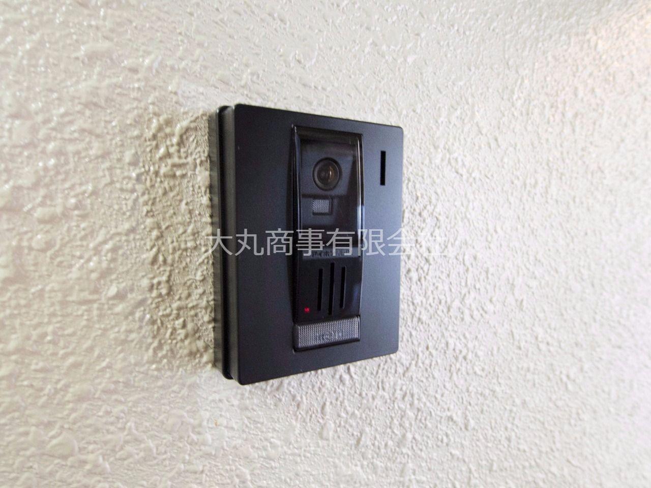 玄関のインターホンはカメラ付で安心