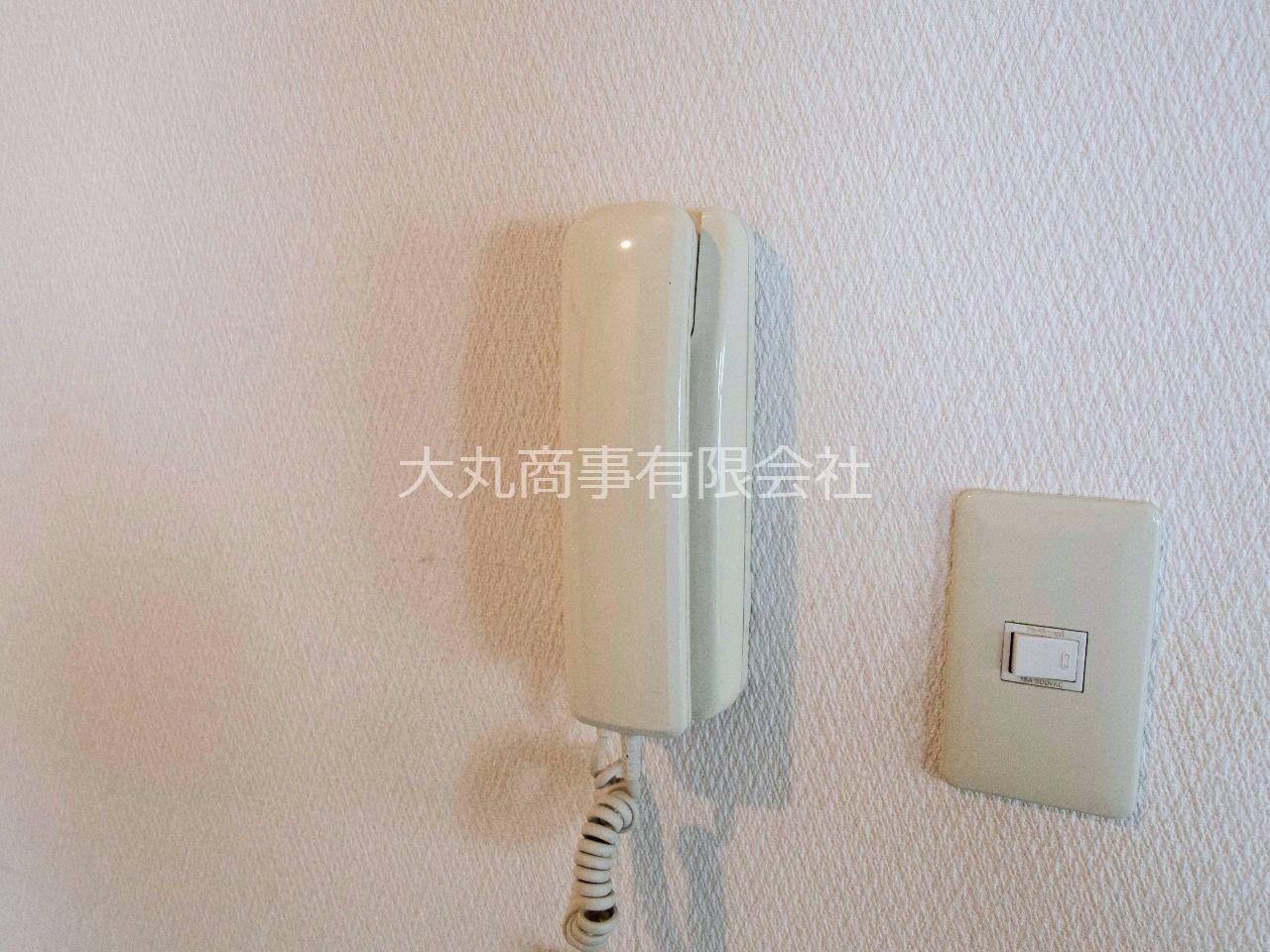 LDKの壁に設置された室内受話器