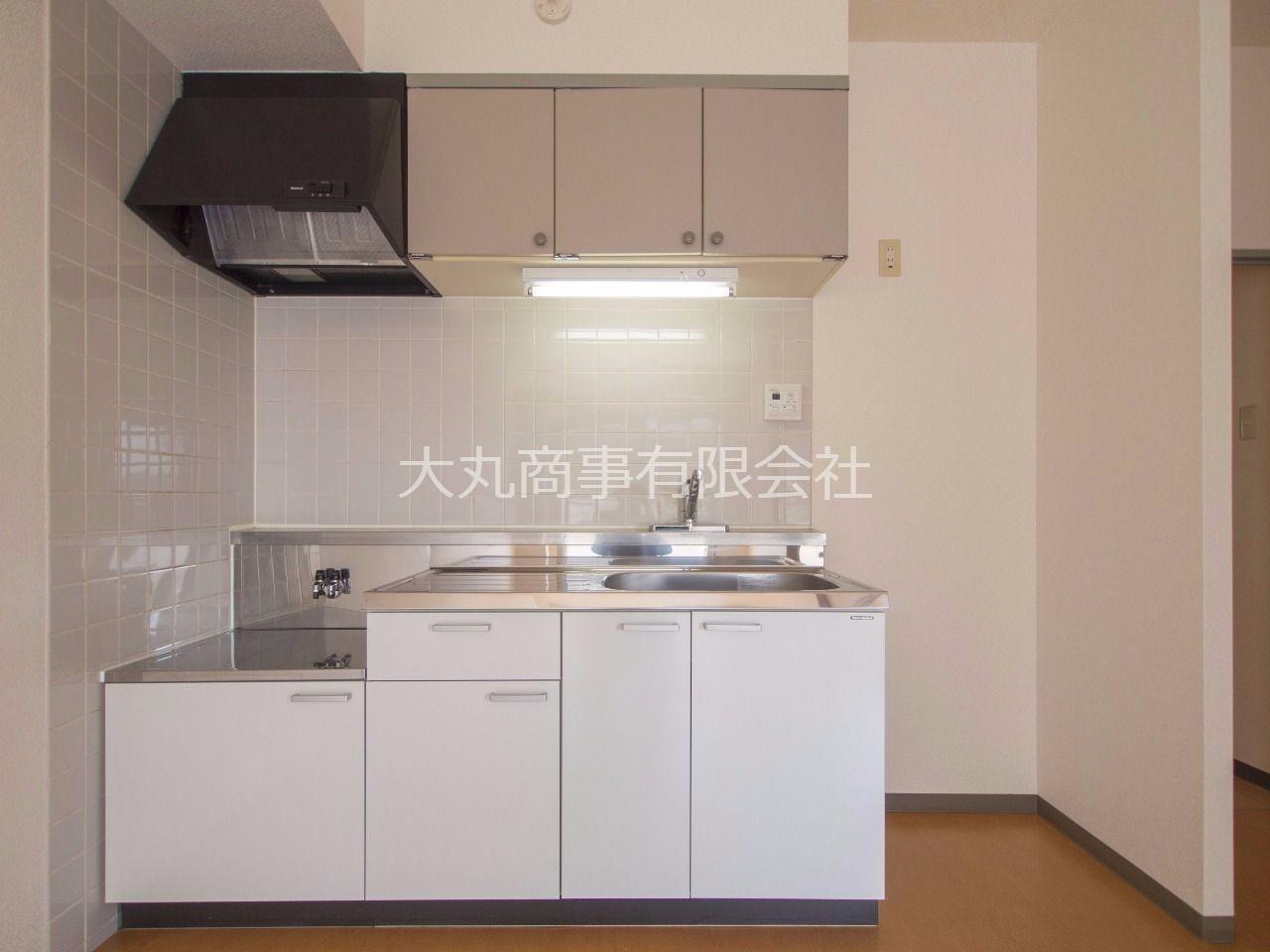 お部屋を広く使える壁付キッチン(吊棚付)