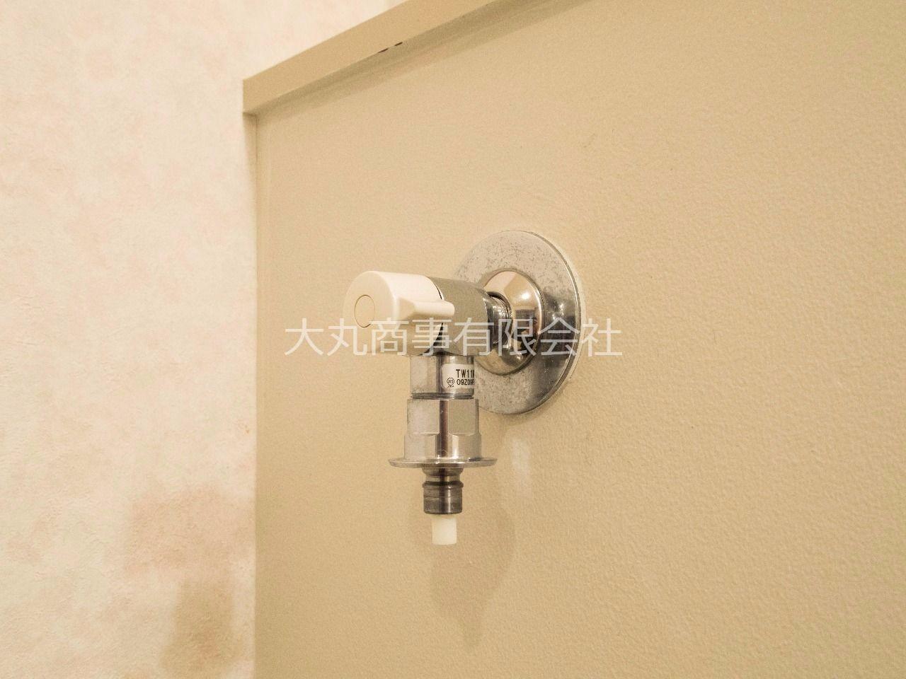 洗濯ホースとの接続が簡単な緊急止水弁付の水栓