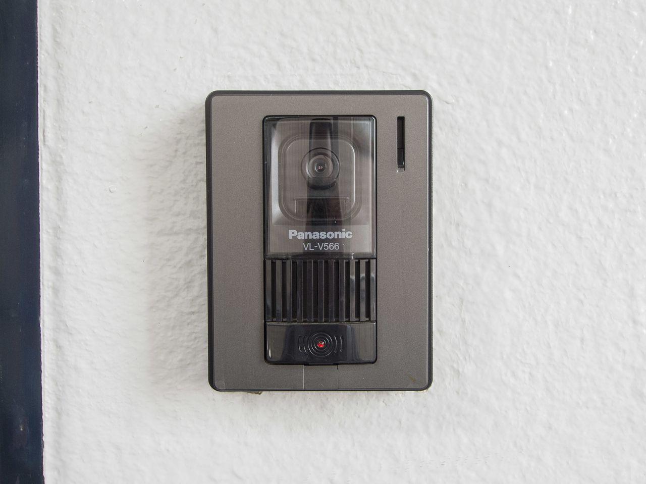 来訪者をしっかり確認できるカメラ付インターホン