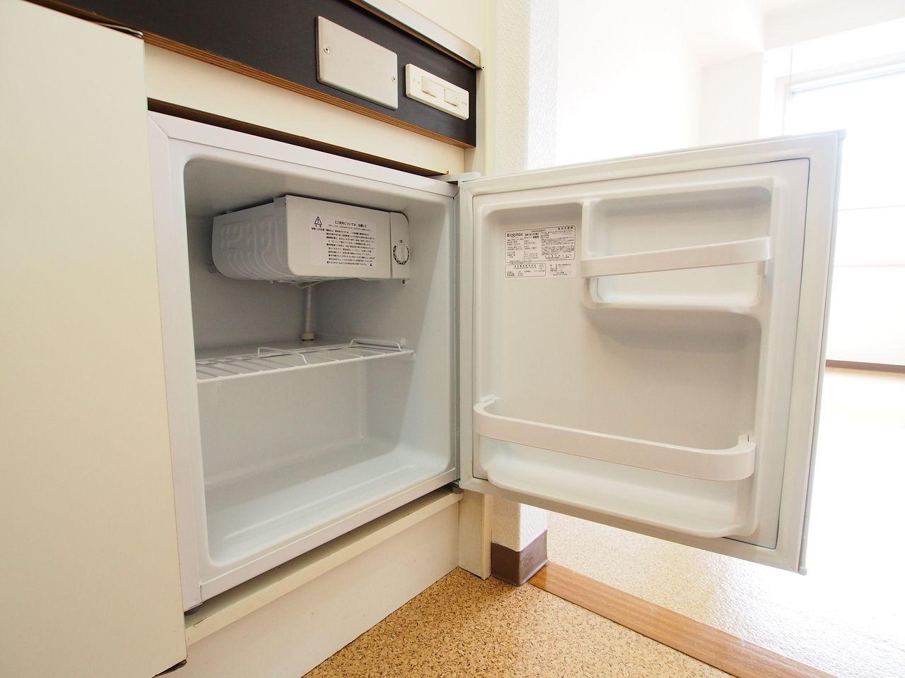 飲み物のストックに便利なミニ冷蔵庫