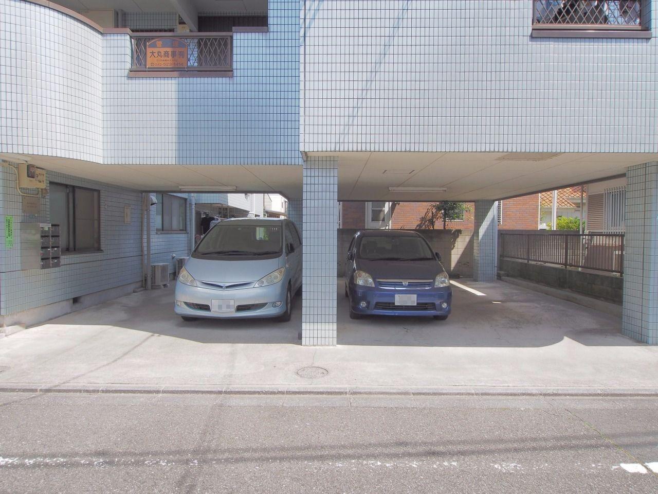敷地内にはビルトイン式の駐車場あり