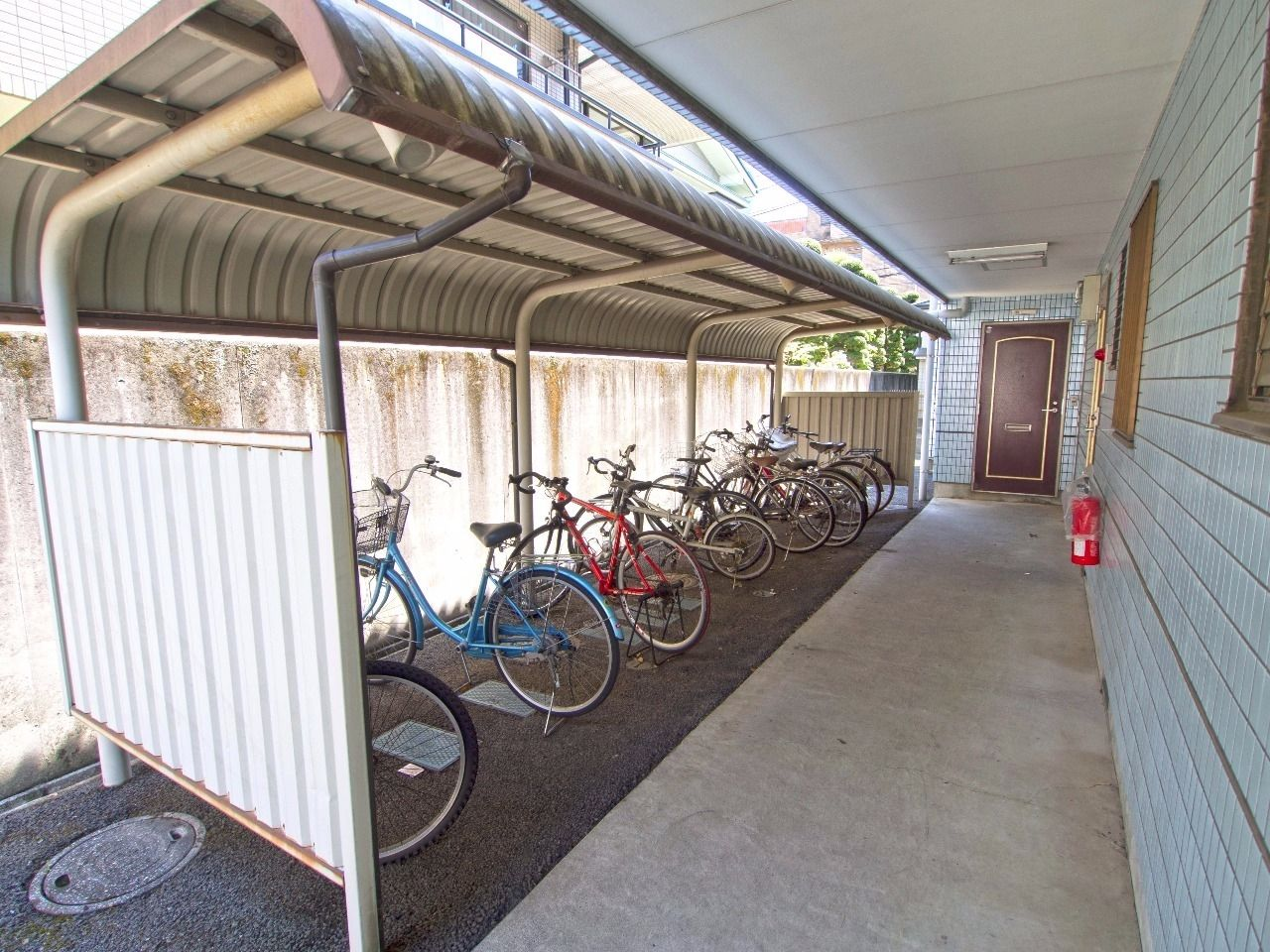 屋根のある自転車置場で大切な自転車を守ります