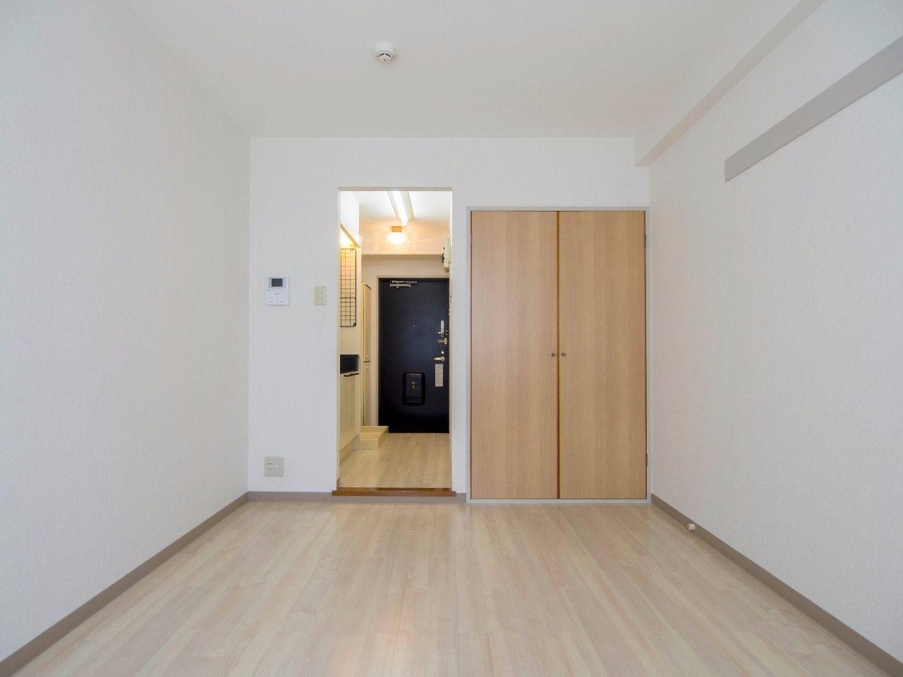 ナチュラルな床色で落ち着く居室
