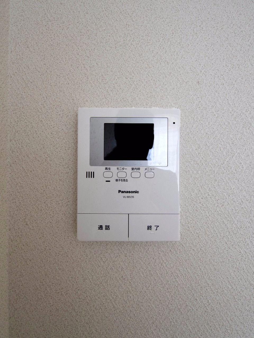 TVモニター付インターホンで室内にいながら来訪者を確認できます