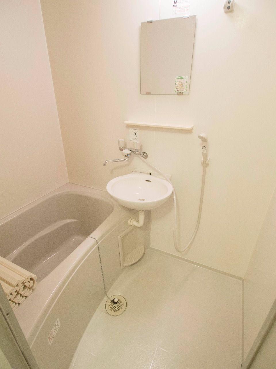 洗面台併設の2点ユニットバス