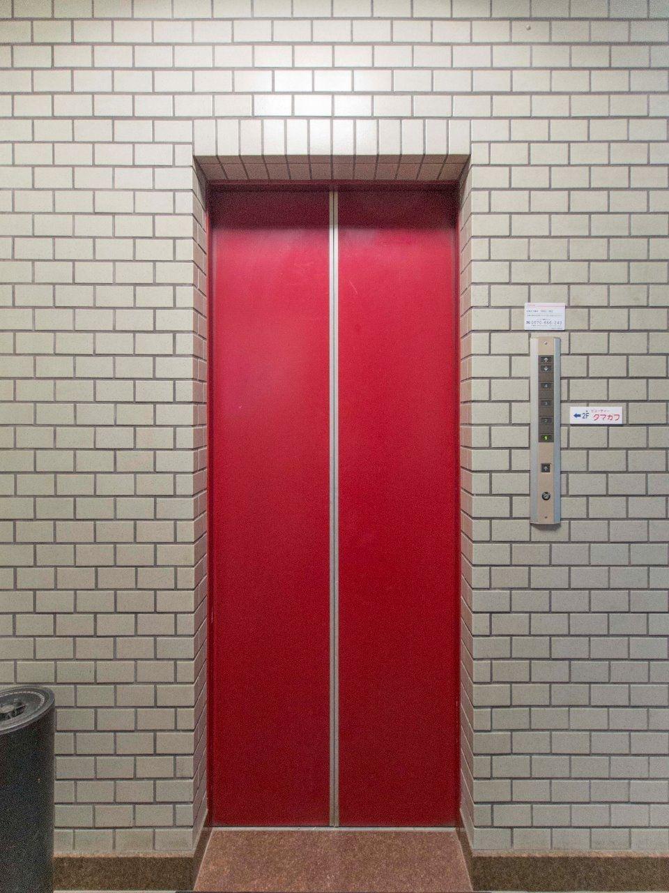便利なエレベーターのある建物