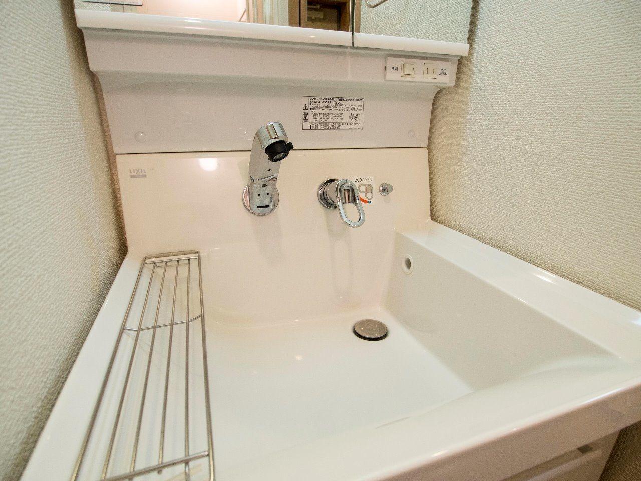 汚れがちな水栓立ち上がりが無いので、清潔に保てます