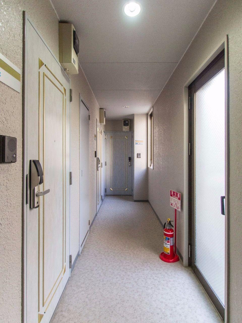 外部からお部屋の出入りを見られない室内型廊下