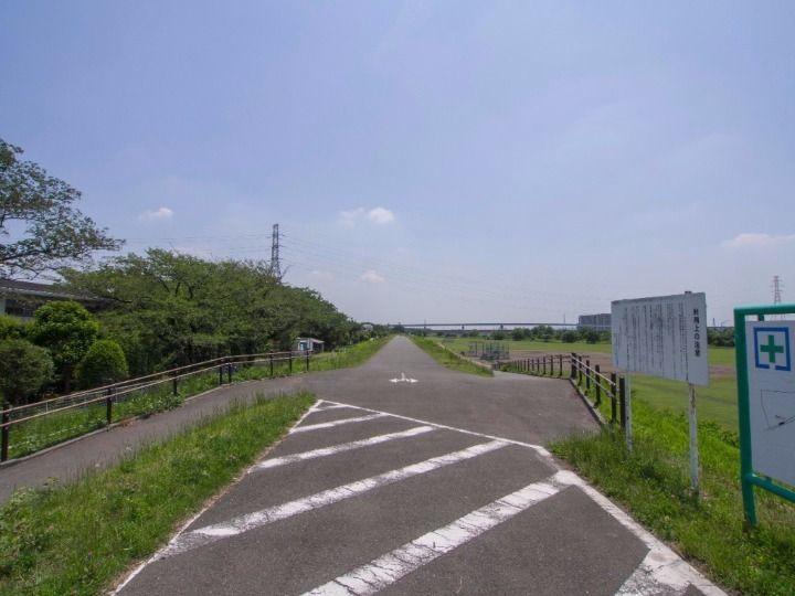 多摩川の土手には自転車・歩行者専用道が整備