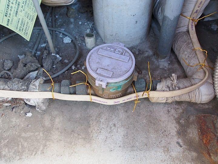 水道メーター近くに設置した電熱ヒーター