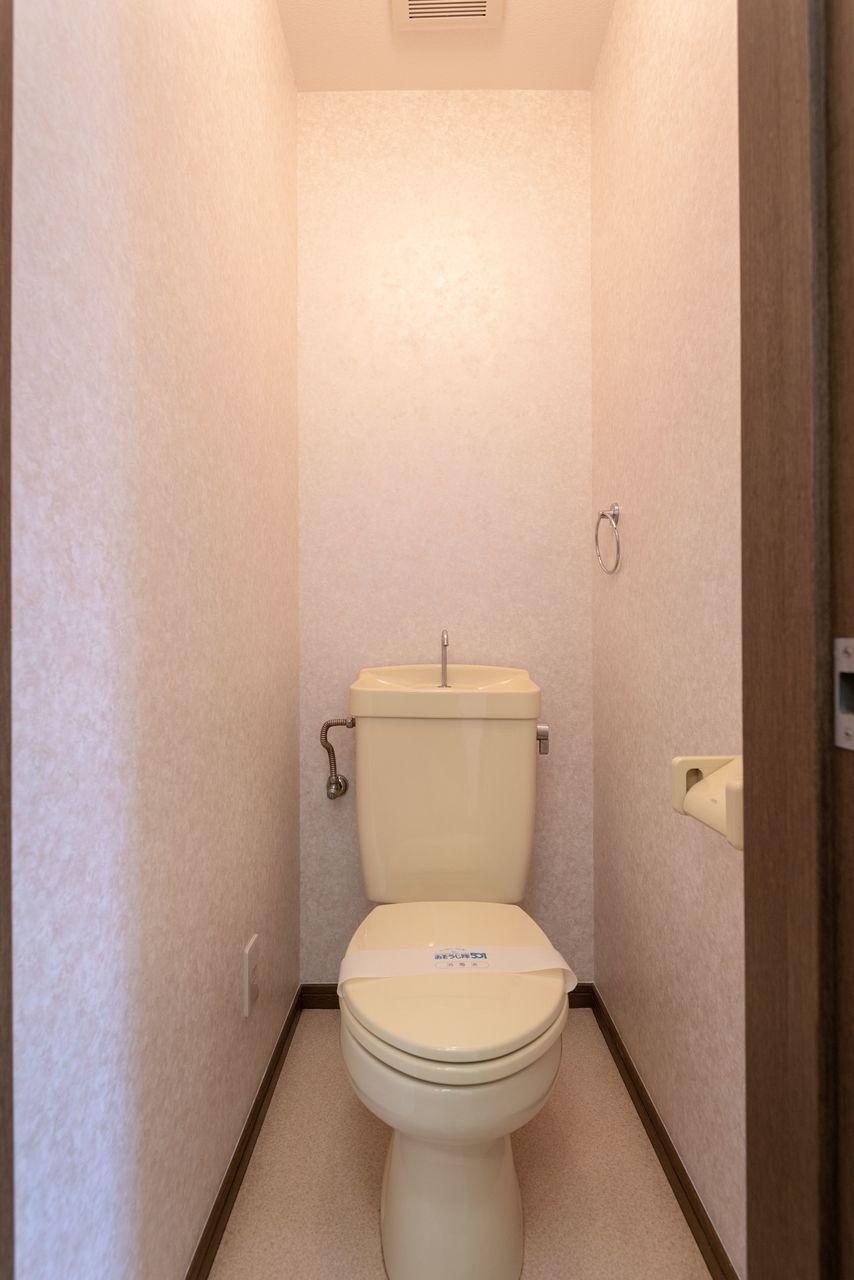 温水洗浄便座用のコンセントのあるトイレ