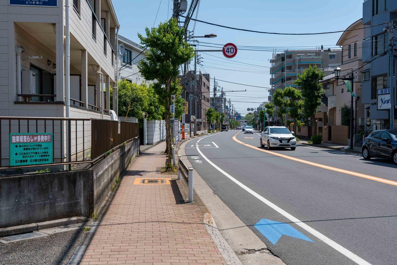 片側1車線のバス通り(立川南通り)