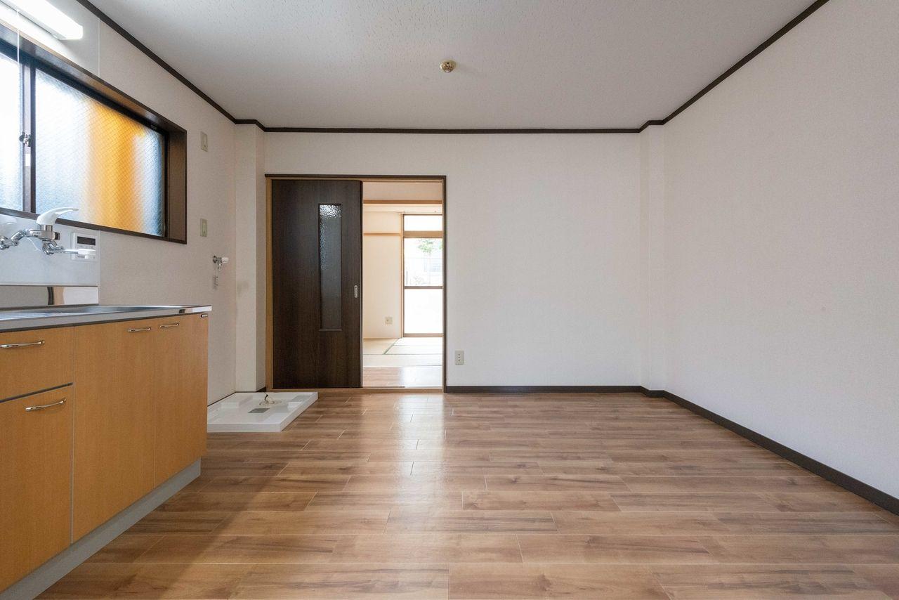 床・壁だけでなく、引戸も新品