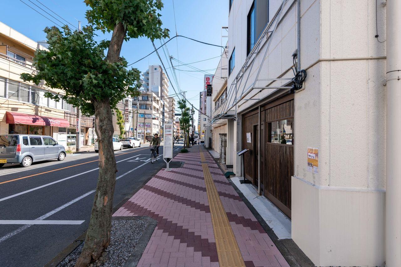 「山ぶき」前から立川駅方向