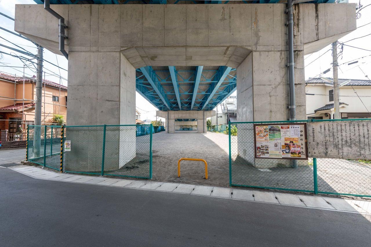 和田橋高架下の中神和田橋子どもの広場